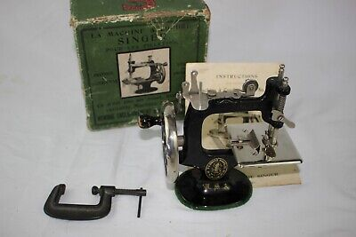 Antique Cast Iron SINGER SEWHANDY MODEL 20 SEWING MACHINE Toy NEAR MINT W/ BOX