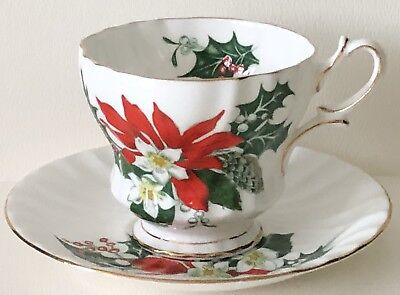 """Vtg QUEEN ANNE ENGLAND """"NOEL"""" SWIRL Christmas HOLLY POINSETTIA CUP & SAUCER SET"""