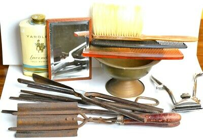 Lot of old articles of barbershop and hairdressing. Barberia peluqueria antiguo.
