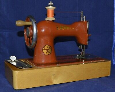 RARE 1950s VINTAGE SOVIET RUSSIAN Childs TOY SEWING MACHINE METAL WOOD  mini
