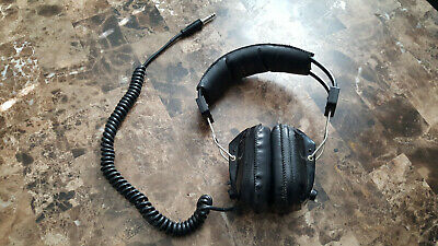 VINTAGE ARISTA MODEL 302 STEREO 8 Ohm HEADPHONES, MADE IN  JAPAN.
