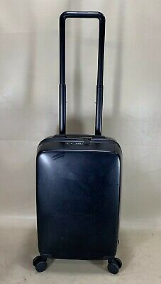 RADEN The A22 Carry-On Spinner Suitcase in BLACK Hardcase Luggage