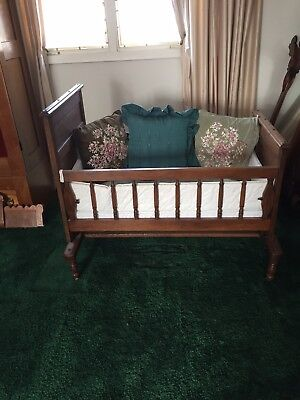 ANTIQUE VICTORIAN EASTLAKE WALNUT BABY CRADLE Fabulous
