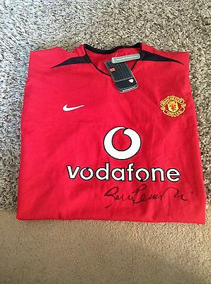 BNWT Manchester United Shirt SIGNED by SIR BOBBY CHARLTON - NEW Man Utd