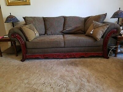 Georgious Victorian Style antique sofa, rolled arm, Queen Anne Legs