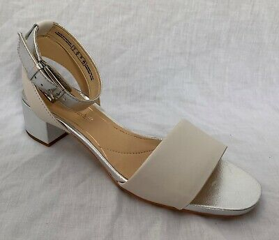 BNIB Clarks Ladies Orabella Shine Nude Combi Leather Cushion Plus Sandals