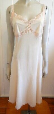 Osti beautiful light skin-tone lacey vintage full slip size 18 (US 14)