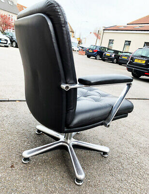 Vaghi chair, Italian design, Vintage, office board room, black leather armchair