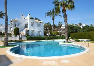 Costa Blanca South: 2 Bed Bungalow - Wi-Fi + Pool + Air Con - Villamartin