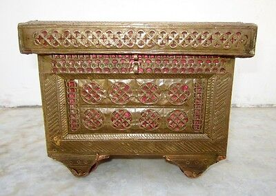 1900s Indian Antique Hand Crafted Fine Brass Fitted Wooden Jewellery Box