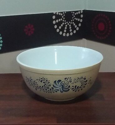 Vintage Homestead Nesting Pyrex Mixing Bowl #403, 2.5 qt. Microwave / Oven Safe