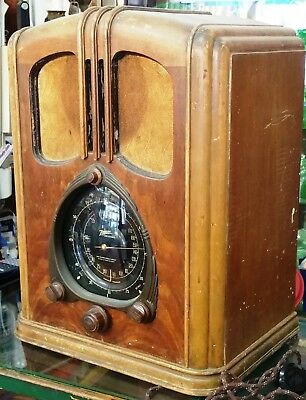 Scarce 1938 Zenith 7 Tombstone Radio - original and working