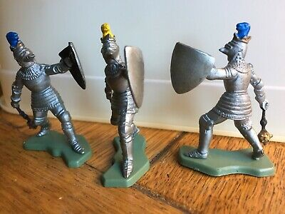 Britains Knights With Maces x3 1/32, c1970