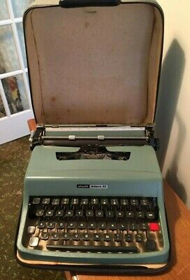 VINTAGE OLIVETTI LETTERA 32 TYPEWRITER -  with hard case - very good condition
