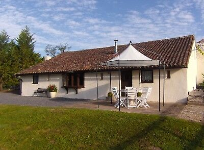 Holiday  Cottage / House with a 8m pool in Poitou-Charente, France 24-31 August