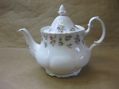 Royal Albert Winsome ~ Large Vintage Bone China Teapot ~ 2 Pints ~ 2nd Quality