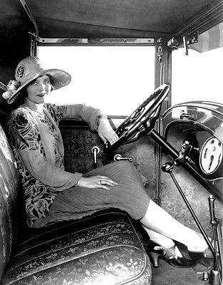 """1928 VINTAGE FLAPPER """"Girls and Cars"""" b/w candid classic photo (Celebrities)"""