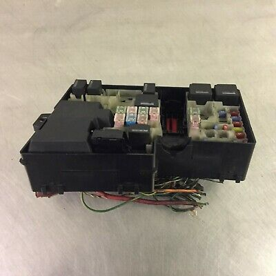 volvo s40 v50 fuse relay box 8688040 £18 74 picclick uk volvo s40 fuse box location engine bay under bonnet hood fuse box & relay oem volvo s40 s d 1 6 diesel 2006