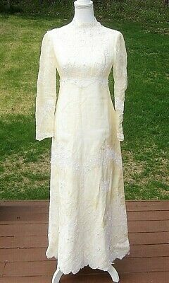 Vintage Circa 1972 Wedding Dress – Antique White with Lace and Pearls