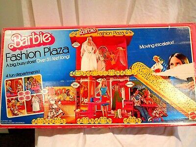 1975 Mattel Barbie Fashion Plaza w/Original box 95% complete + Extra Pieces