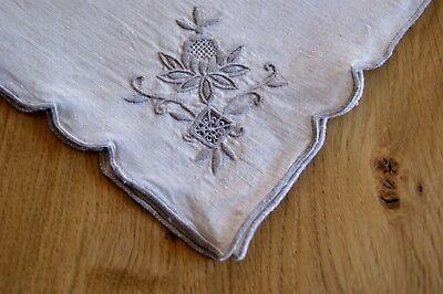 "SET OF 4 VINTAGE CREAM LINEN DINNER NAPKINS Madeira Embroidery 15.5"" Sq #N23"