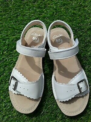 Clarks Ivy Blossom White Leather Girls sandals size 10-2.5