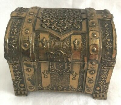 VINTAGE BRASS TRINKET CIGARETTE BOX With Wood Liner. Chest.