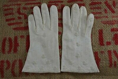 VINTAGE 1960s white beaded cotton fabric gloves size 6 1/2 Hong Kong