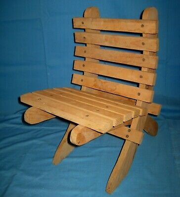 Vtg Small Wood/Wooden Slat Folding/Colapisable/Portable Lawn/Beach Childs Chair!