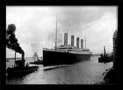 """Titanic """"Pulled by a Tug"""" Framed Print, Multi-Colour, 30 x 40 cm. Brand New"""