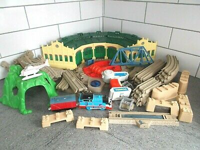 Astonishing Trackmaster Thomas At Tidmouth Sheds Turntable Remote Control Thomas Train Home Remodeling Inspirations Genioncuboardxyz