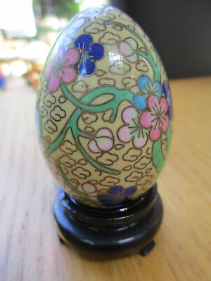 VINTAGE 1970/80s CLOISONNE CHINESE DECORATIVE GREEN EGG ORNAMENT, 7cms IN VGC
