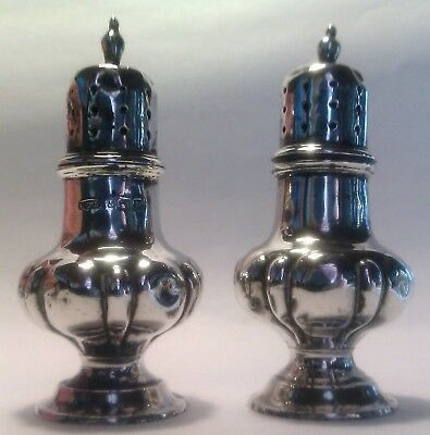 England set of two salt & pepper shakers, Silver, Birmingham 1915