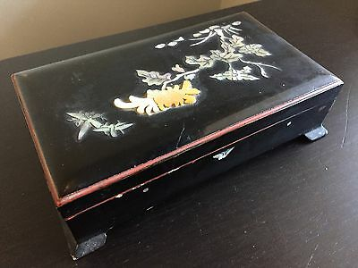 Fine Old Japanese Carved Mother of Pearl Lacquer Tobacco Trinket Lidded Box WOW