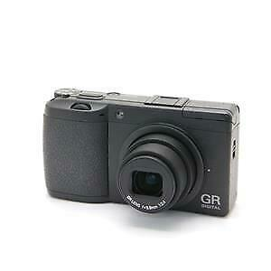RICOH GR DIGITAL II with battery charger