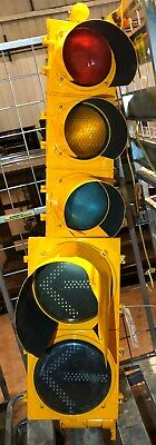 General Traffic Light Red Yellow Green  Plus 2 Arrows