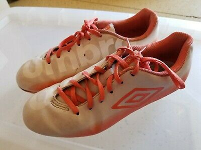 BRAND NEW Women/'s Soccer Cleats Size 6 and 7*Umbro Velorum FG* Silver//White