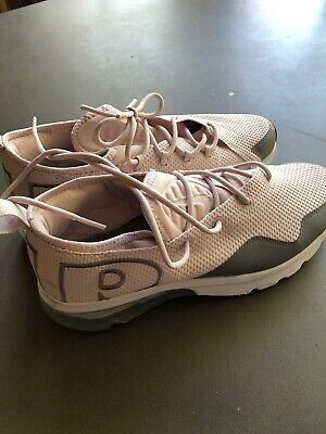 Girls Youth Nike Shoes. Size US 6 Y EUR 38.5