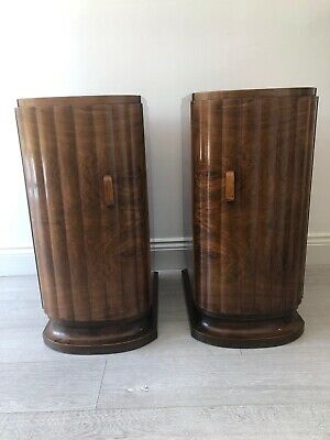 Art deco 1930s Walnut Veneer Pair Of Bedside Cabinets In Perfect Condition