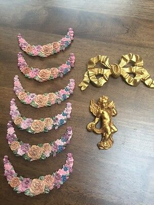 Hanging decoration suitable for the wall or Xmas – Cherub, Bow, Sun & crescents