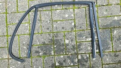 BMW E34 5er REAR LEFT WINDOW GUIDE  51348171977 51348176587 RUBBER