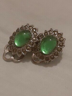 BEAUTIFUL VINTAGE GREEN GEM WITH DAINTY MARCASITE CLIP ON EARRINGS ( 1950's )