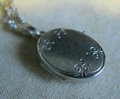 Antique Estate Jewellery Sterling Silver 925 Oval Photo Locket Vintage Necklace