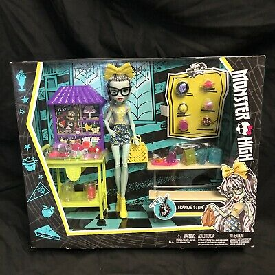 Frankie Stein Skulltimate Locker Room Monster High Doll Playset Mattel