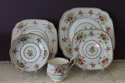 Royal Albert Petit Point 5 Piece Place Setting(S) Bone China England
