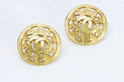 CHANEL CC 1995 Gold Tone Round Earrings