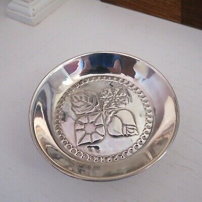 Pretty little embossed silver pin dish with trefoil feet marked 830