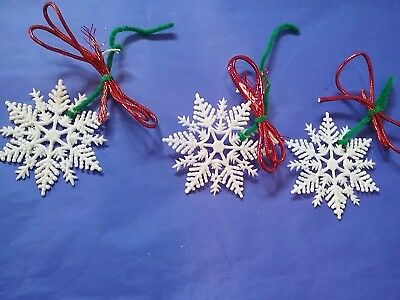 Snowflakes White Vinatge Ornaments Lot 3 Pipecleaners Red Bows