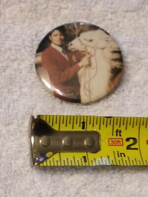 "Michael Jackson and Louie the Llama (1980s) 2"" Vintage Pin-Back Button VERY RARE"