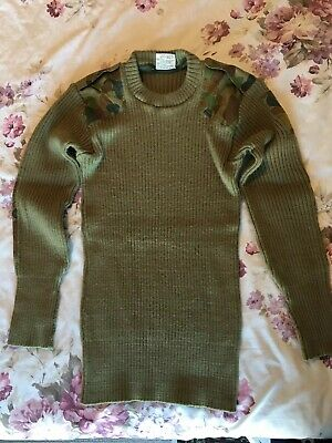 Australian Army round neck Jumper size 105/115 80% Wool 20% Nylon Good cond.